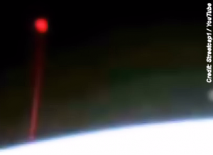UFO-Seen-Firing-Red-Beam-Of-Light-At-Earth-12-5-14-300x218